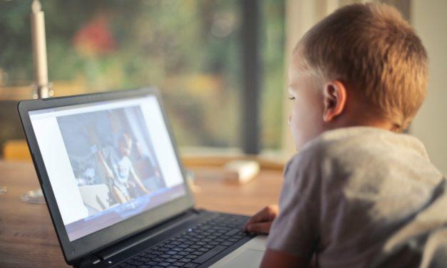 Wpływ ekranów na rozwój dzieci : zasada 3 – 6 – 9 – 12